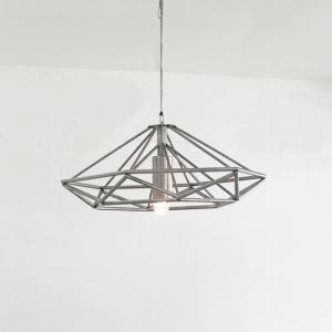 lampara minimalista en acero inoxidable